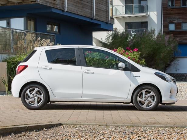 Toyota Yaris Hybrid (2012 ) Review