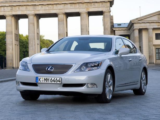 Lexus LS (2007-2012) front view